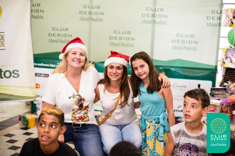Claudia Abreu, Luciana Pinheiro, Bianca Pinheiro e crianças da entidade Vó Benedita