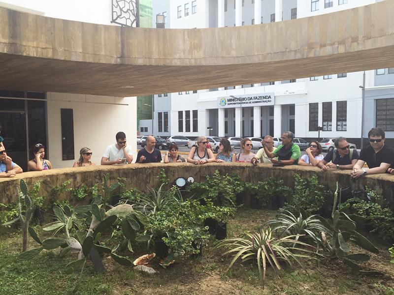Grupo visita Cais do Sertão, nas mudas de Cajueiros a esperança da flora – foto Mariane Bonito